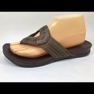 Clarks Brown Flip Flops Sandals 9M